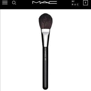MAC 127 Synthetic Split Fiber Face Brush